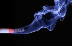 副流煙で慰謝料を命じられた?相次ぐ受動喫煙に関する隣人トラブル